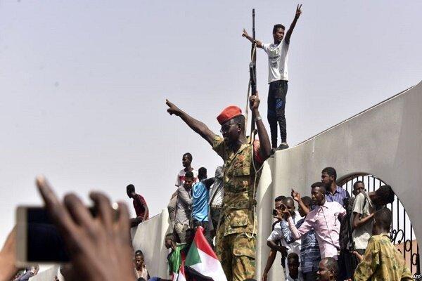 زخمی شدن 10 معترض سودانی در حمله نیروهای امنیتی این کشور