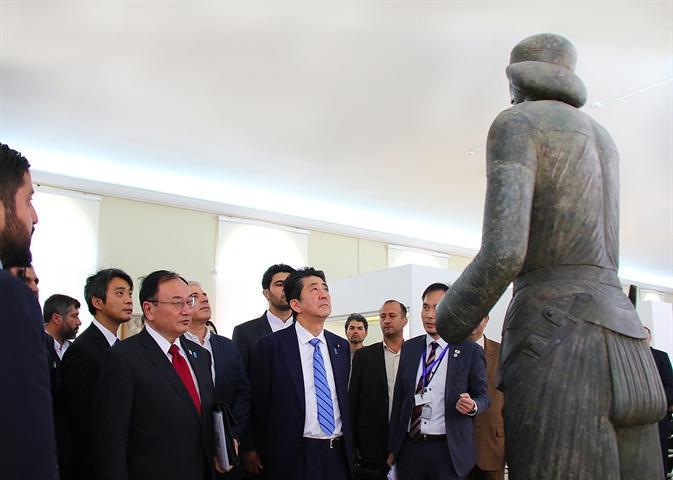 بازدید نخست وزیر ژاپن از موزه ملی ایران