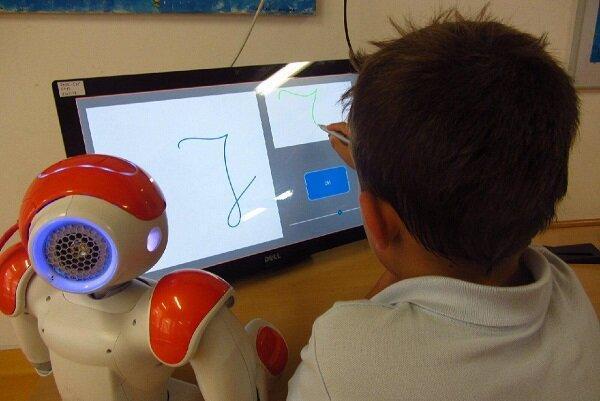 رباتی که مهارت های نوشتاری بچه ها را افزایش می دهد