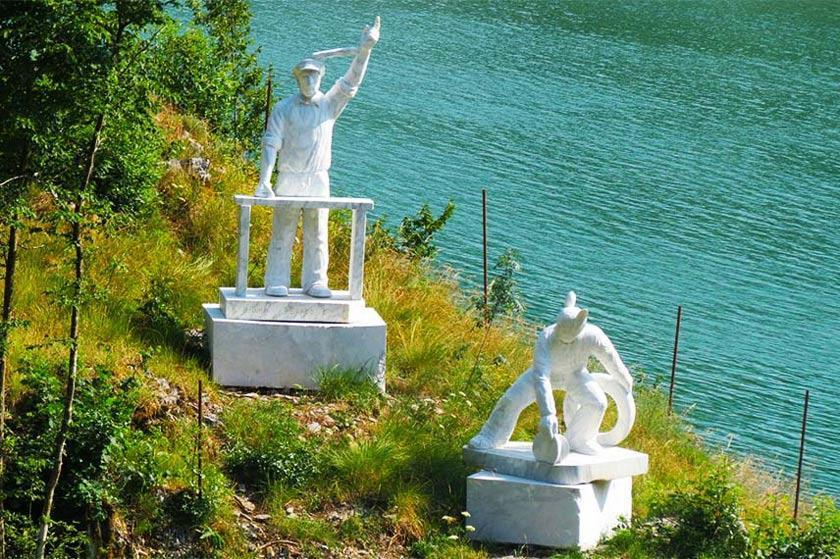 مجسمه مرمری ترامپ در پارک ننگ و افتخار ایتالیا