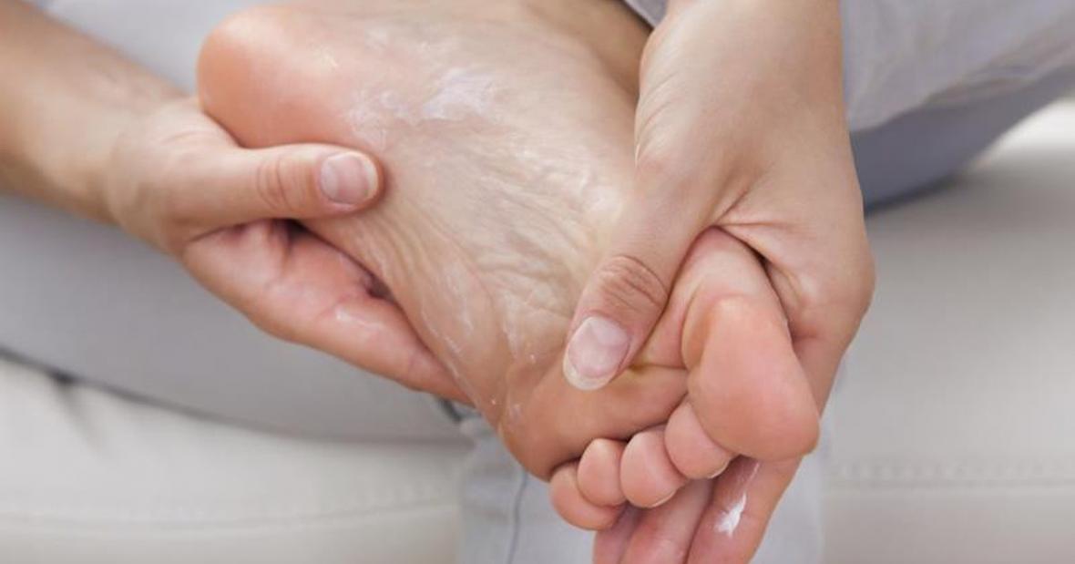 ترک پاشنه پا را با این درمان های خانگی نابود کنید