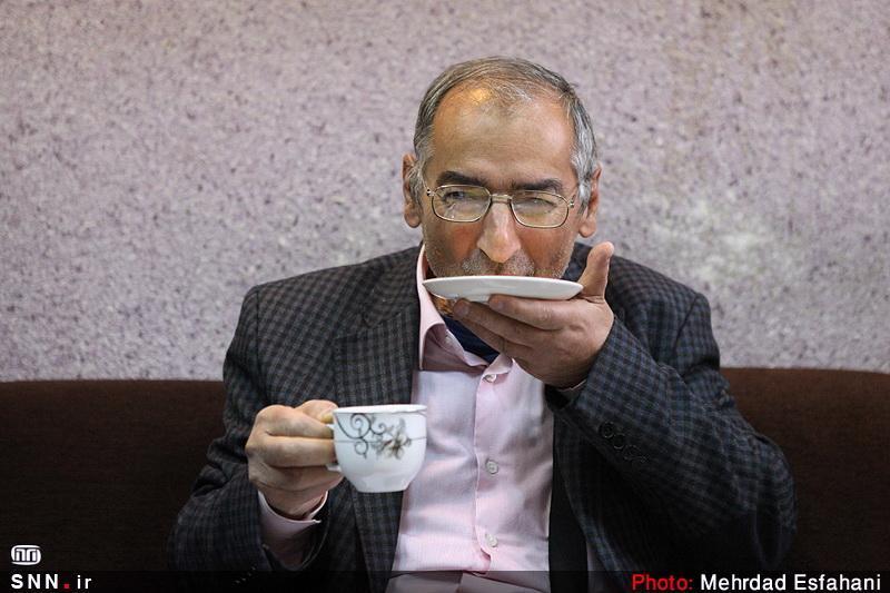 زیباکلام: نباید تسلیم موج استعفای گِل گیر نظام شد (!)