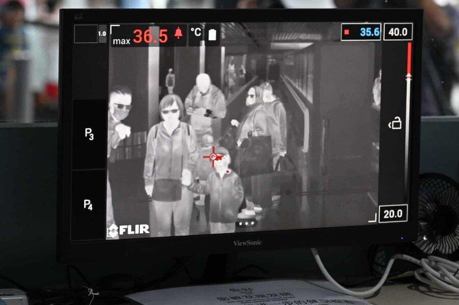 عکس روز، غربالگری مسافران برای کوروناویروس