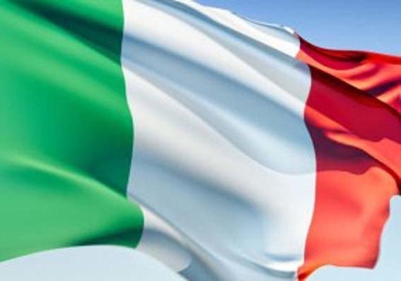 راه آهن ایتالیا واگن های واژگون شده حادثه اخیر را از روی ریل ها جمع آوری کرد
