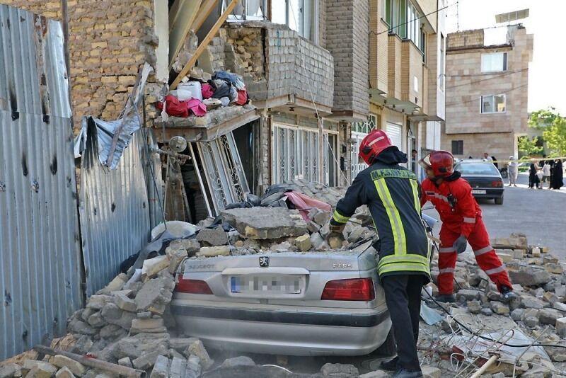 خبرنگاران ساختمان سه طبقه در مشهد فرو ریخت
