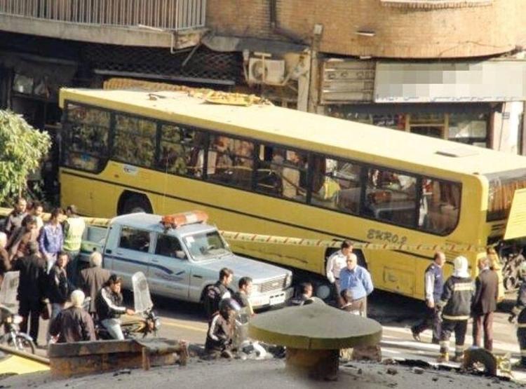 ورود اتوبوس به داخل مغازه 1 کشته و 2 مصدوم برجای گذاشت