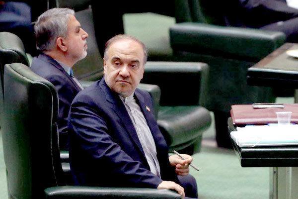 تناقضات جدید وزیر ورزش در رسانه ملی!، آقای سلطانی فر کلاهتان را بالاتر بکشید