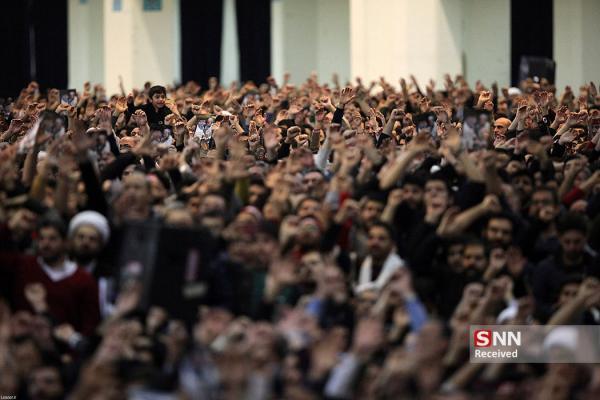 دبیر جامعه اسلامی دانشجویان دانشگاه گیلان در نمازجمعه خشکبیجار سخنرانی می نماید خبرنگاران