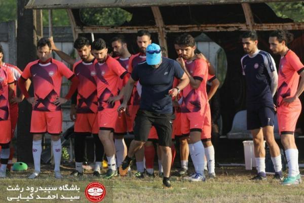 نیمی از یک تیم در فوتبال ایران کرونایی شد