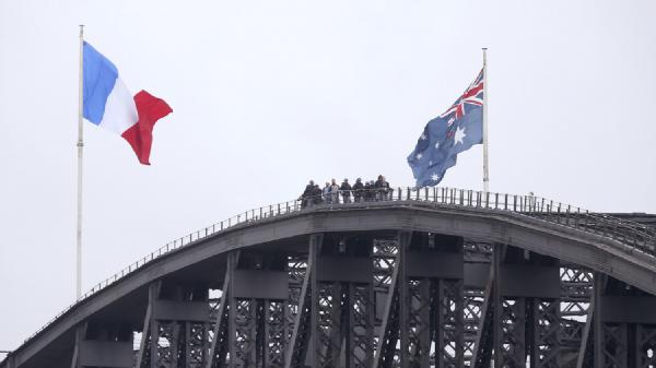 تور استرالیا: فرانسه: لغو قرارداد زیردریایی به وسیله استرالیا یک خیانت است